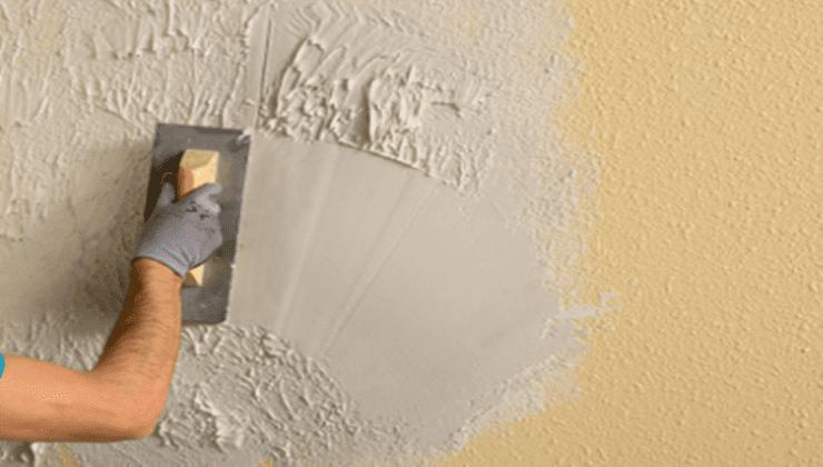 pintores-en-Málaga-quitando-el-gotelé-de-una-pared